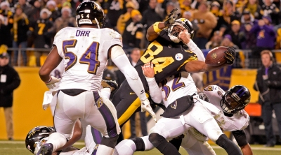 mmqb-antonio-brown-stretch.jpg